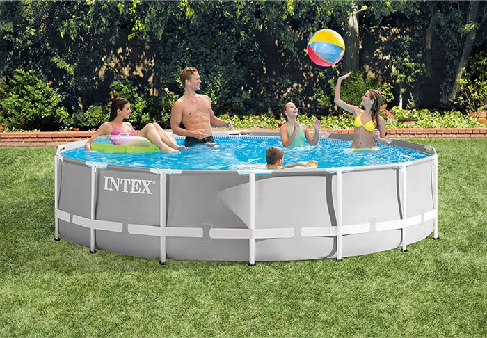 Piscine tubulaire Intex Prism Frame 4,57 x 1,07 m ambiance
