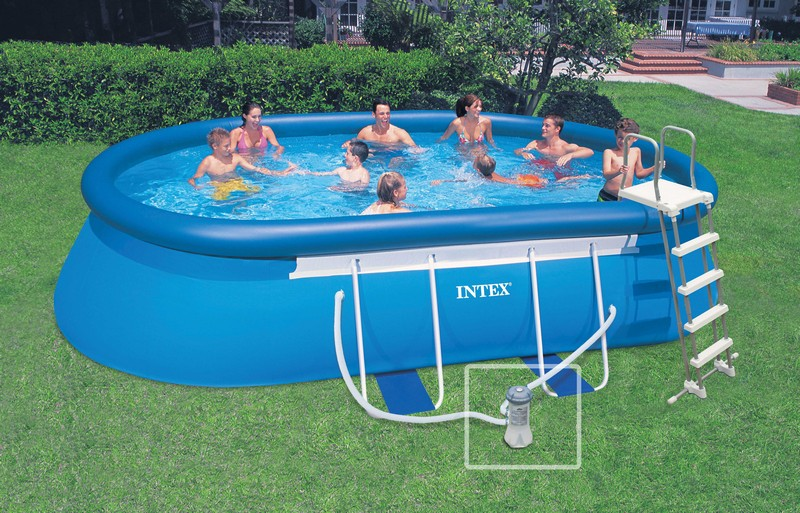 Piscine gonflable ovale intex for Pompe piscine auchan