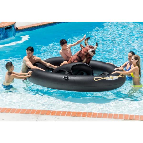 Jeu de rodéo gonflable Inflatabull Intex en utilisation