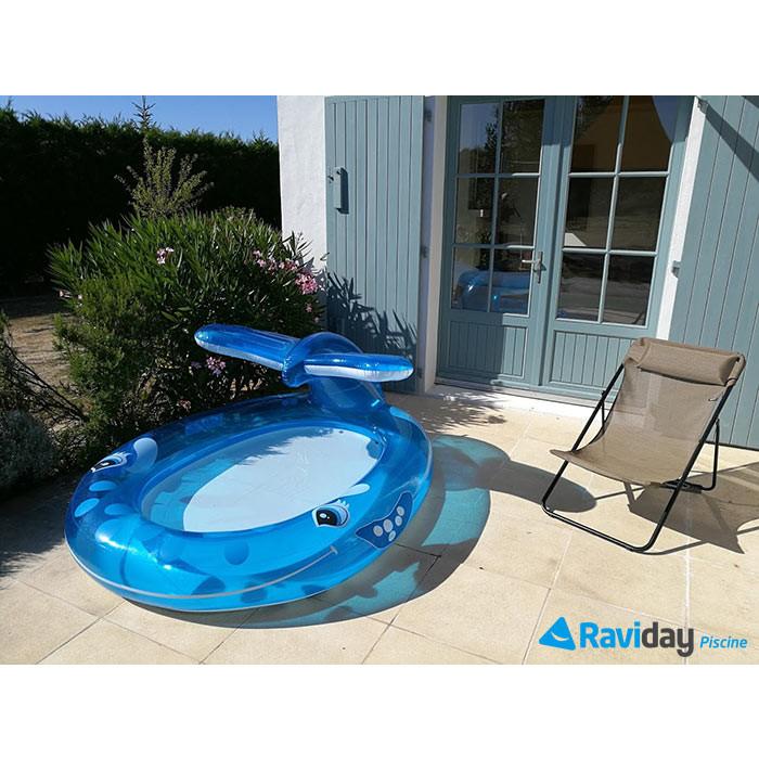 Piscinette pataugeoire balaine bleue intex avec fontaine jet d'eau sur terrasse