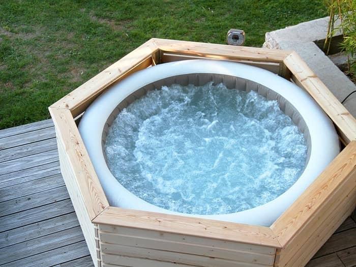 Habillage bois spa gonflable aquazendo