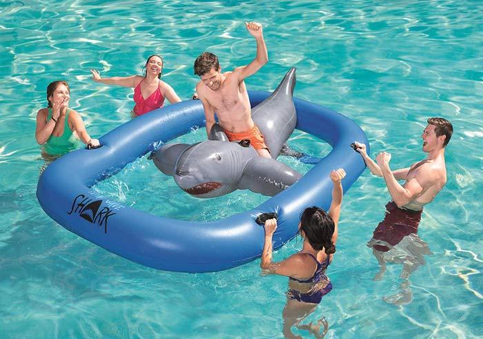 Jeu de rodéo gonflable pour piscine Requin Bestway