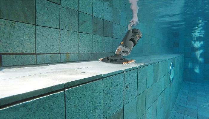 Catégorie aspirateurs robots de piscine kokido vektro junior ambiance
