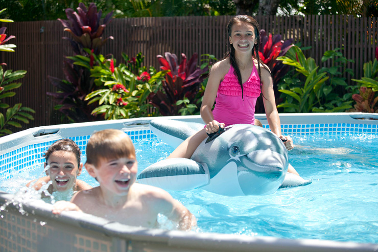 200 jeux gonflables de piscine chez raviday qui dit mieux for Accessoires piscine gonflable